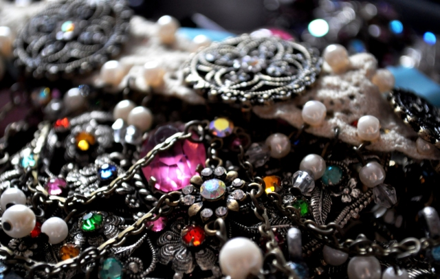 Vintage-Antique-Jewelry-Wallpapers-HD